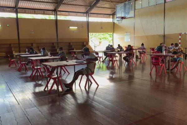 L'armée recrute des jeunes à Bora Bora