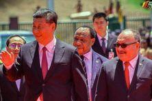 """Novembre 2018, alors que la Papouasie Nouvelle-Guinée va accueillit un sommet de l'Apec, le président chinois Xi Jinping inaugure à Port-Moresby un """"boulevard de l'Indépendance"""" financé par Pékin."""