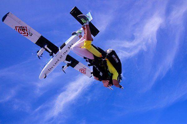 3 parachutistes se tuent en Australie