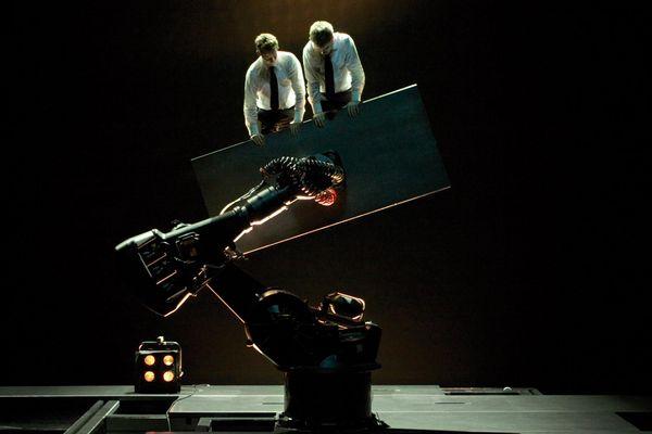 """""""sans objet"""" : un robot sur scène !"""