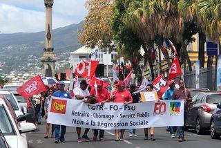Des manifestants défilent contre la réforme des retraites à Saint-Denis.