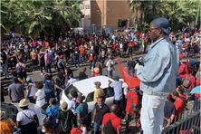 La foule massée devant la maison des syndicats (27 février 2021).