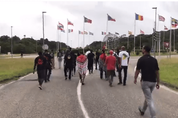 d2PART MANIFESTANTS kOUROU