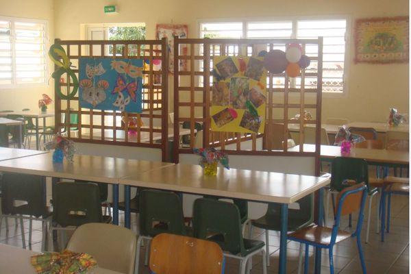 Réfectoire d'une école de Baie-Mahault