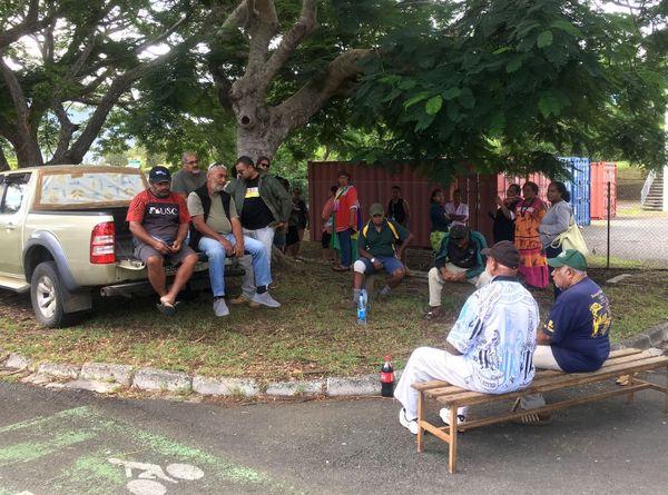 Coronavirus, manifestation à l'appel des coutumiers de Païta contre une arrivée massive de personnels de relève, 26 avril 2020
