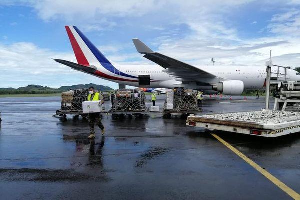 Arrivée de l'avion avec les premiers vaccins anti Covid 19, Tonttoua, 8 janvier 2021