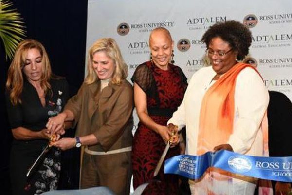 Mia Mottley inaugure Ross Université