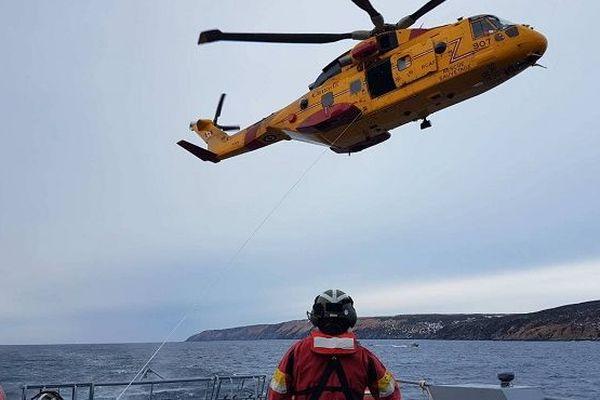 Exercice de sauvetage en mer avec les canadiens