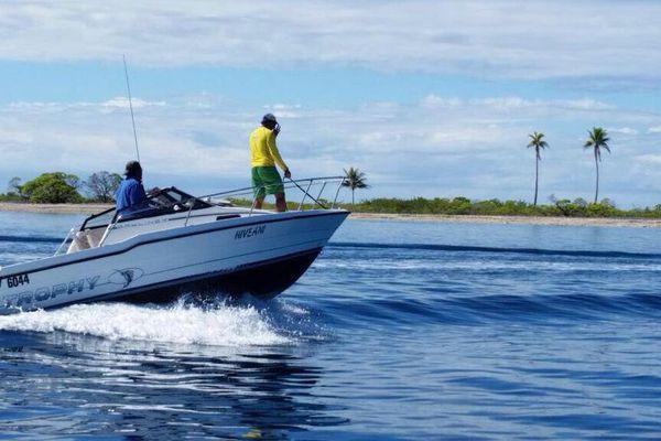 Des volontaires de Fakarava se rendent sur l'atoll voisin de Toau