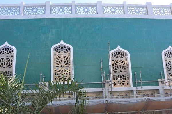 La nouvelle façade de la Grande Mosquée de Saint-Denis est dévoilée.