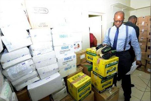 Jamaïque: des centaines de bouteilles de rhum frelatés saisies par la police