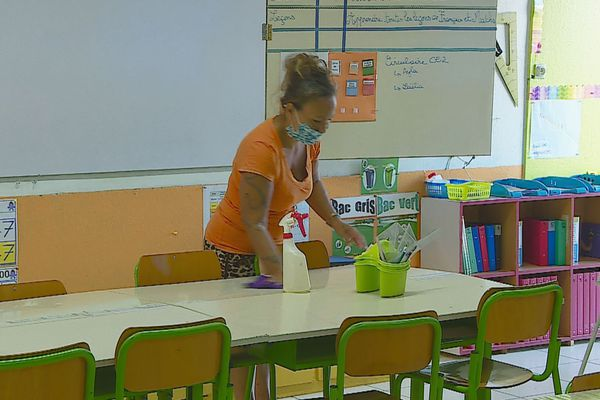 covid 19 - Désinfection d'une salle de classe