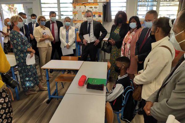 Rentrée d'un élève en classe spécialisée sous les yeux du Préfet de La Réunion