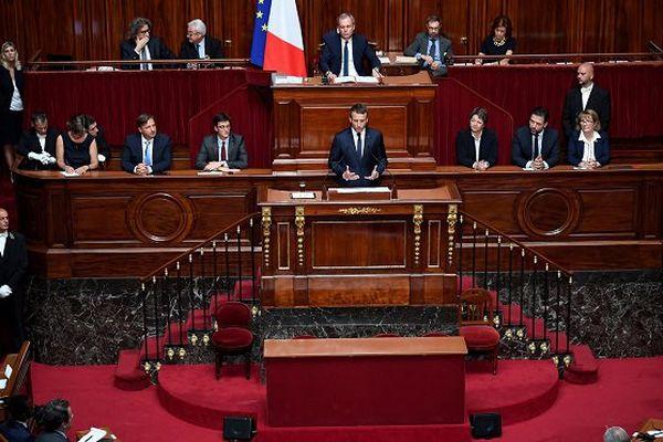 """Macron confirme une """"conférence des territoires"""" pour davantage de décentralisation"""