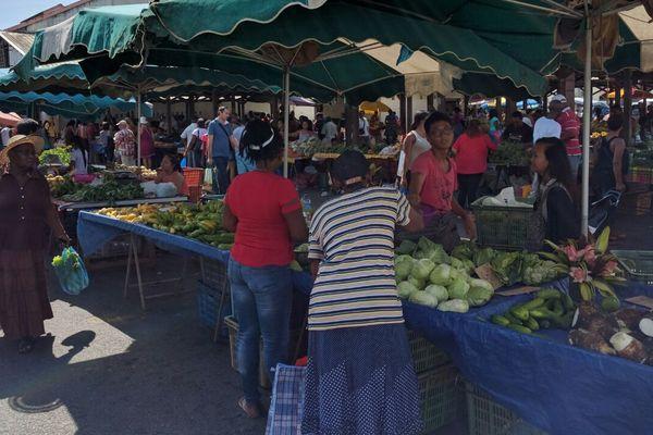 Etalages au marché de Cayenne