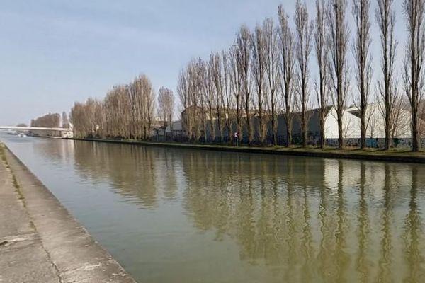 bord du canal de l'ourcq