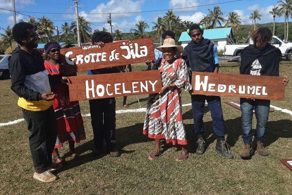 Des panneaux signalétiques reprennent vie à Lifou grâce aux jeunes