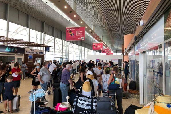 Transport aérien : des passagers pour Paris au bord de la crise de nerf…