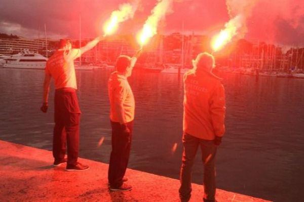 En Nouvelle-Calédonie, la SNSM de Nouméa a rendu hommage aux trois sauveteurs décédés en Vendée.