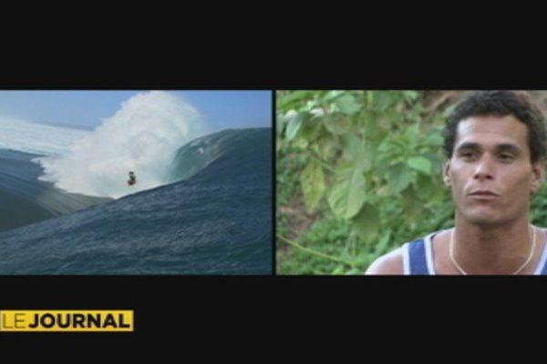 Le surfeur tahitien Tereva David
