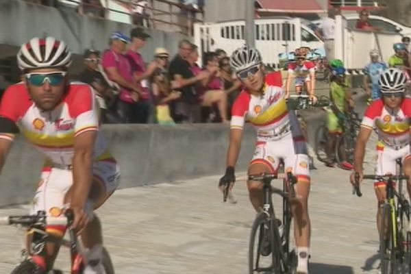 Hommage à Mathieu Riebel Tour cycliste de Calédonie photo au vélodrome (21 octobre 2017)