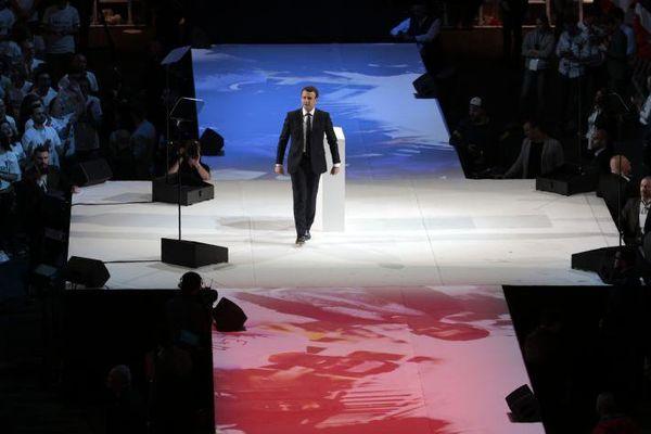 E Macron