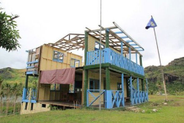 Une poste de police endommagé dans le nord de Viti Levu, l'île principale des Fidji.