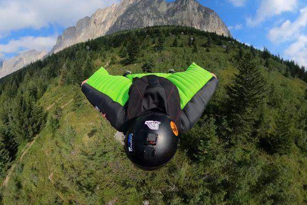 erwan letournel wingsuit parachutisme