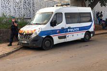La police est intervenue pour stopper les affrontements entre deux bandes. Elle a interpellé 5 individus.