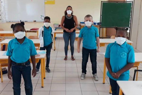 Classes primaires avec masques
