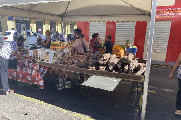 Des stands du marché de Noël de Fort-de-France