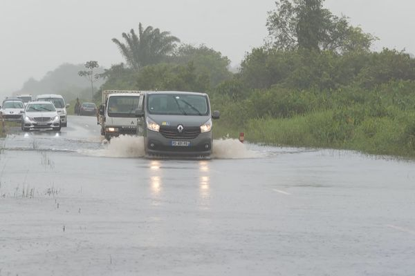La route de Mana inondée