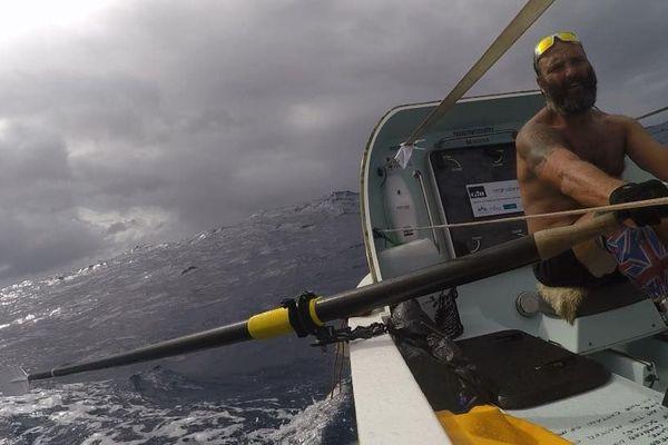Record de la traversée de l'Atlantique à la rame en solitaire
