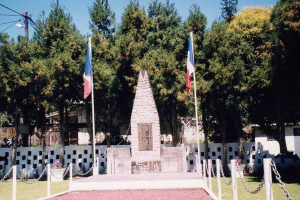 Dans un style plus classique, le monument aux morts de Cilaos