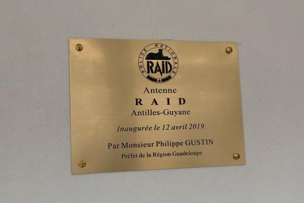 Plaque inaugurale du RAID Guadeloupe