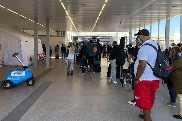 Près de 200 Réunionnais sont bloqués à l'aéroport d'Orly, à Paris, ce mardi 1er septembre.