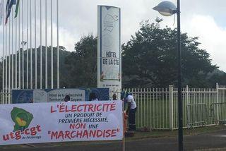 La banderole des agents EDF devant la CTG
