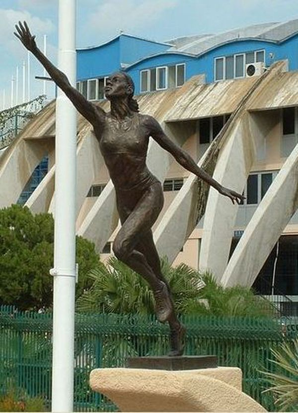 Statue de la sprinteuse Merlene Ottey