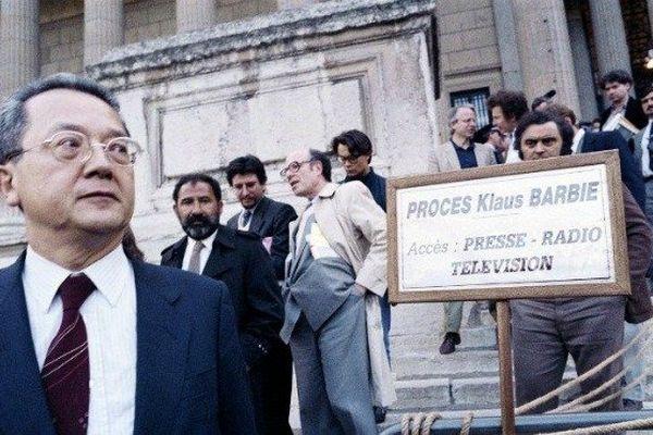 Jacques Vergès en 1987 devant la Cour de justice de Lyon lors du procès de Klaus Barbie.