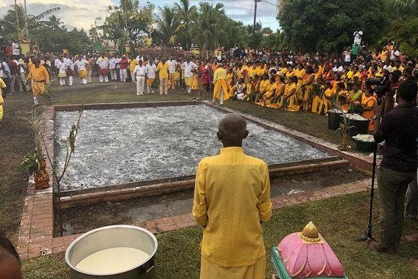 A La Réunion, le début de l'année lance les marches sur le feu pour la communauté tamoule.