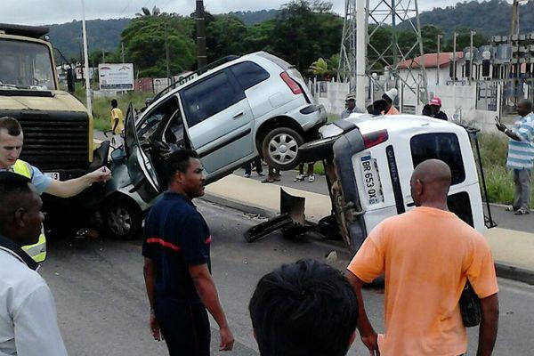 Accident au rond point de Balata