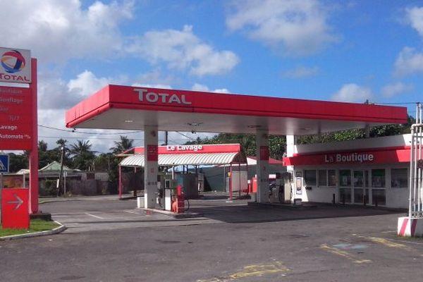 la grève se poursuit chez Total