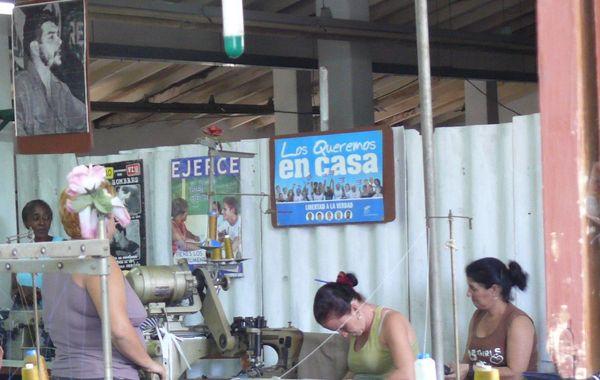 Atelier de couture à Cuba