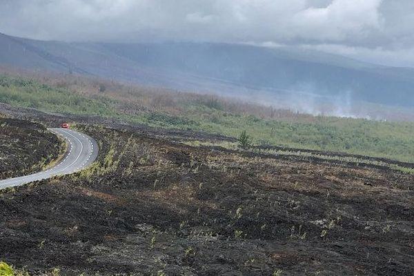 L'incendie du Grand-Brûlé ne progresse plus, les pompiers restent mobilisés.