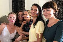Margarita, Katerina, Tatiana, Leana, Svetlana, supportrices de l'équipe nationale de Russie.
