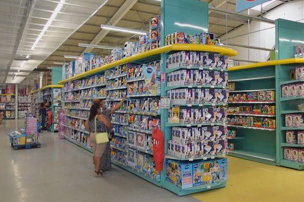 magasin de jouets Noël rayons 141021