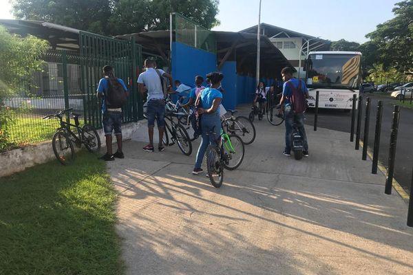 les collégiens à vélo au collège Reeberg Néron