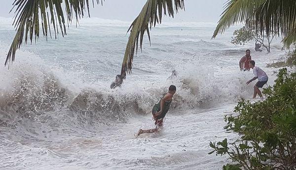 Cyclone Tino, janvier 020, des vagues inhabituelles à l'Ouest de Tongatapu.
