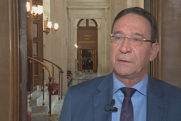 Philippe Gomès, député, à Pari spour défendre la proposition sur les natifs devant la commission des lois