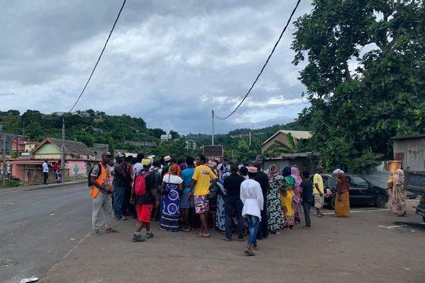 Réunion habitants Trévani pour chasser les délinquants après la mort de Mhamadi Mroivili